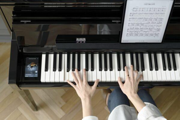 Kawai NV5S Touchscreen